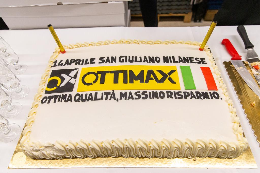 La torta d'inaugurazione dell'azienda Ottimax fotografata da Alessandro Della Savia, servizi fotografici per inaugurazioni e eventi