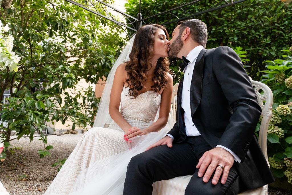 bacio sposi cerimonia rito matrimonio shahram e samin villa parravicini revel lago di como