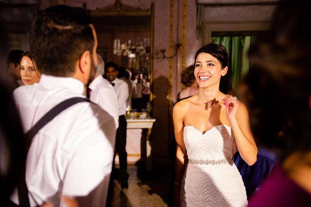 gli sposi ballano matrimonio shahram e samin villa parravicini revel lago di como