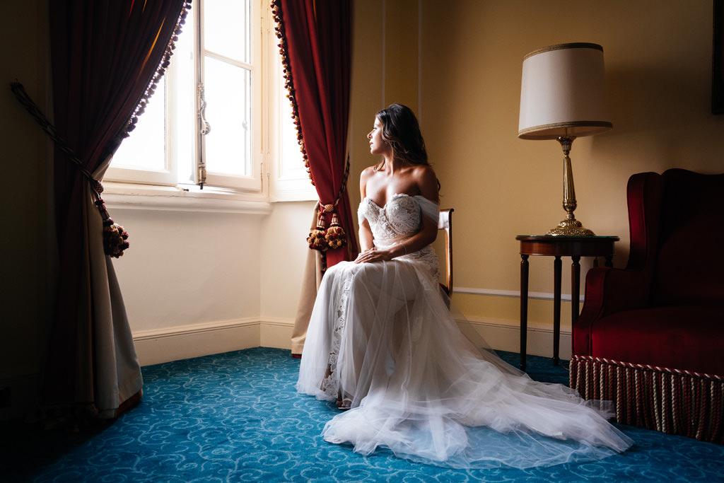 Indigo in abito da sposa a Villa D'Este
