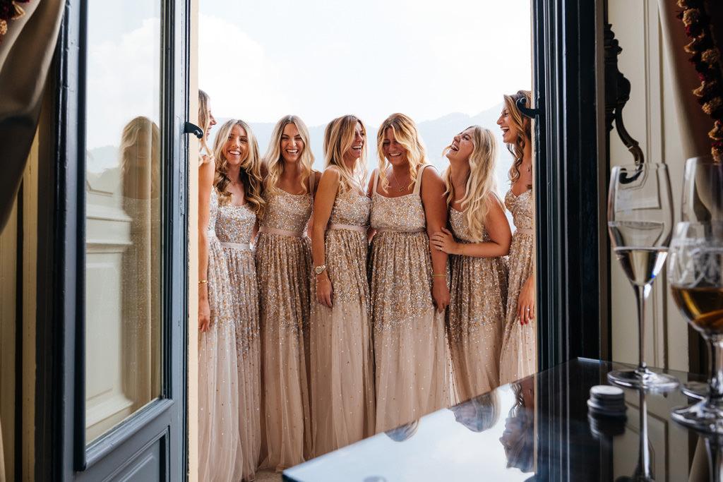 Le damigelle sul balcone