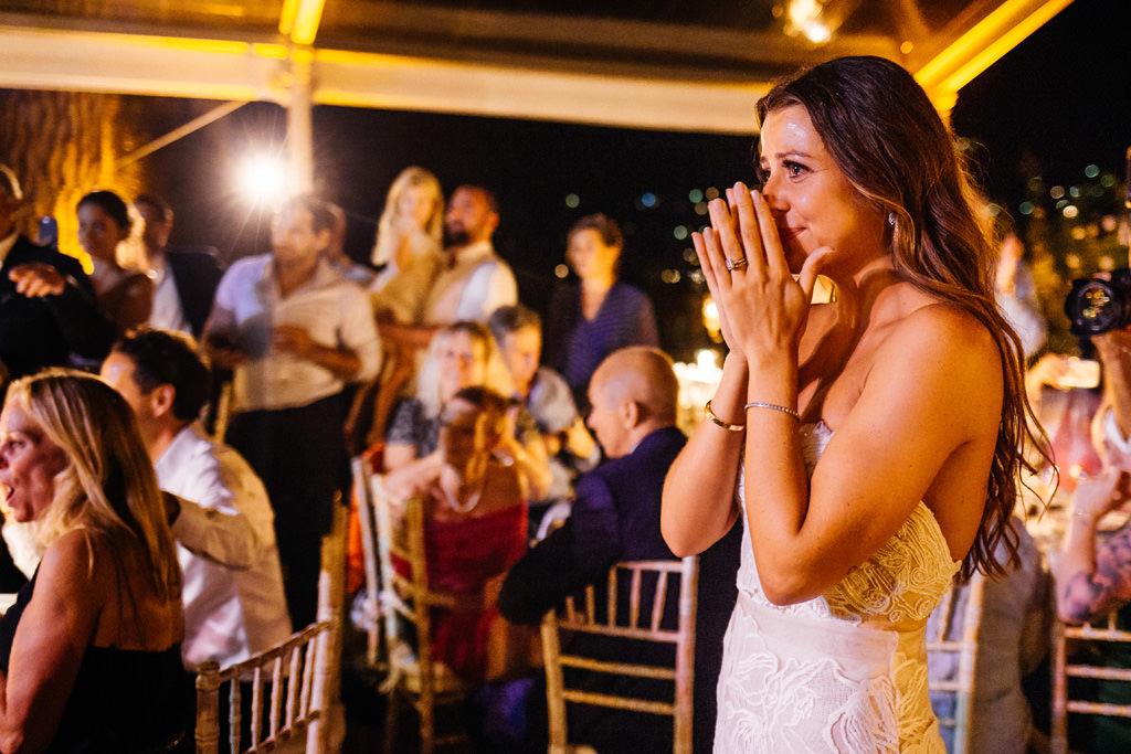 La sposa si commuove ascoltando il discorso del padre