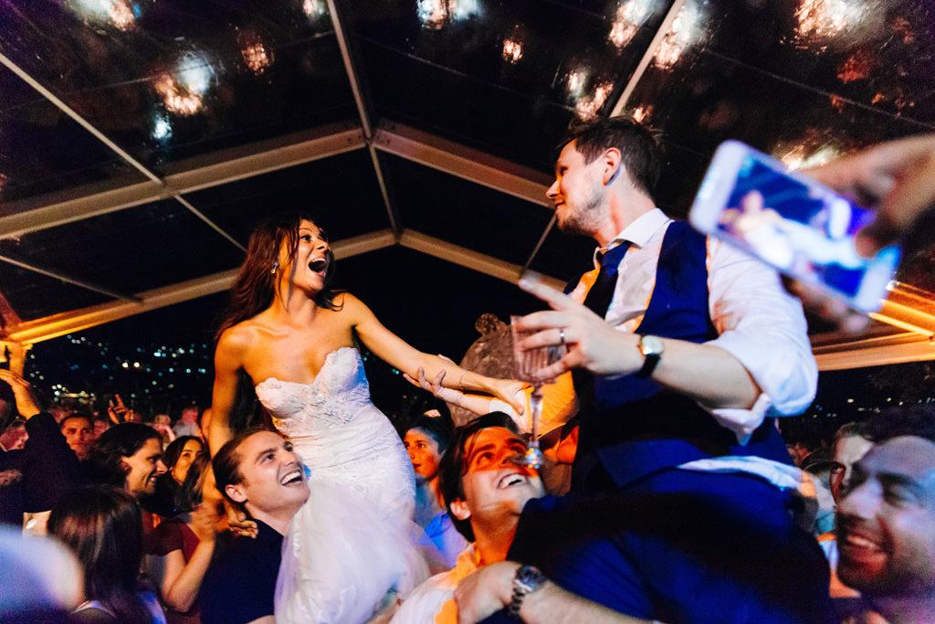Balli scatenati al matrimonio di Tom e Indigo