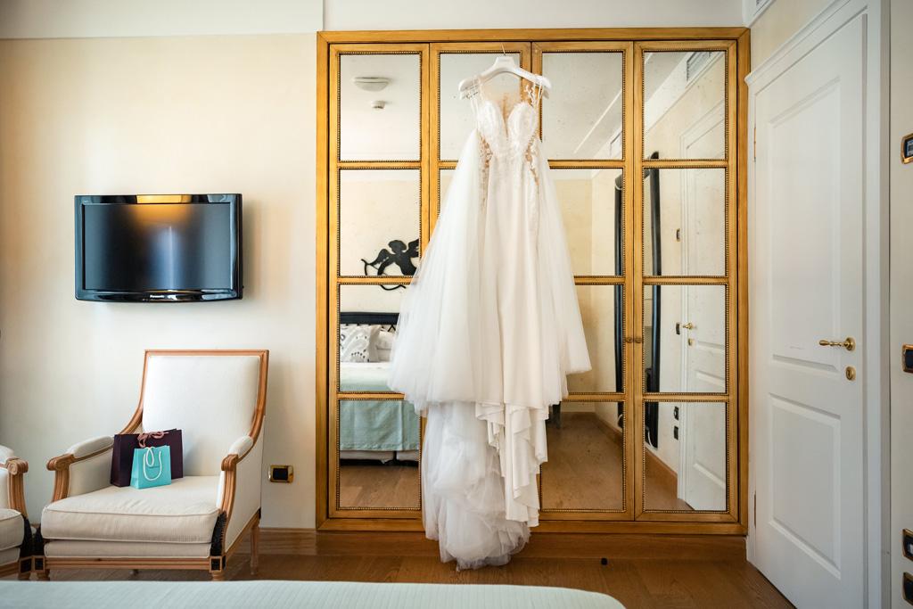 L'abito della sposa al Casta Diva Resort di Blevio