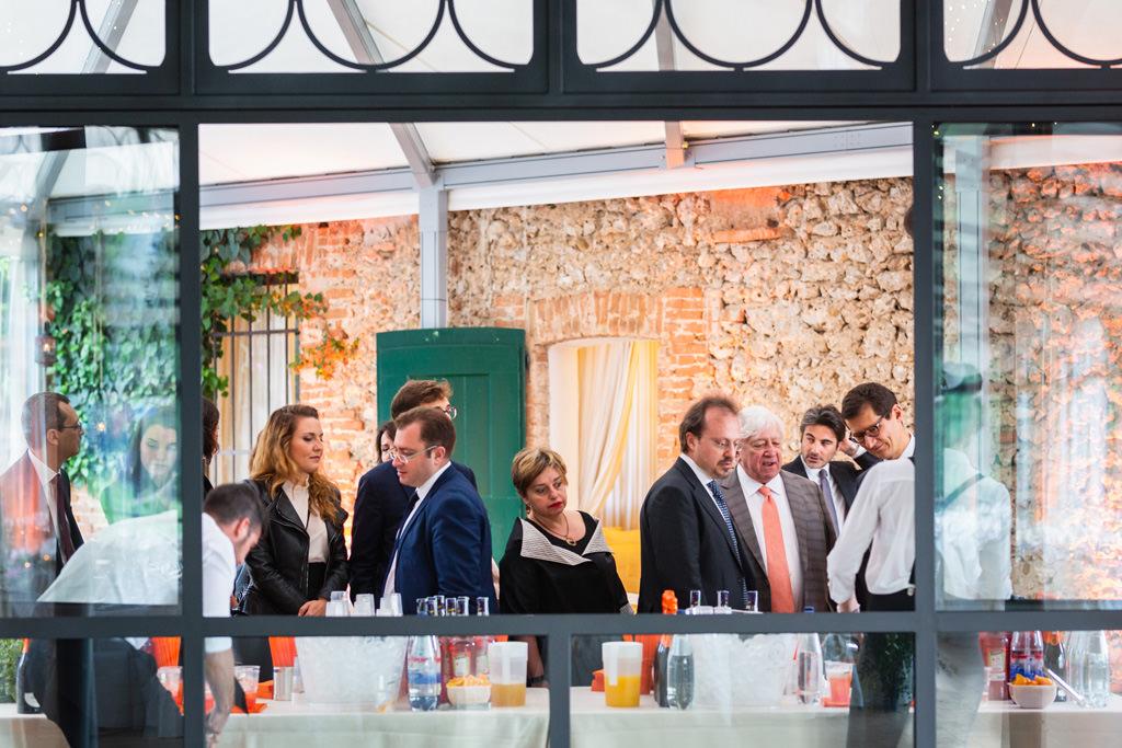 Gli invitati cominciano il banchetto presso il Ristorante da Celeste