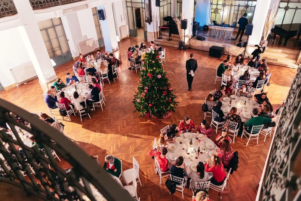 Un inquadratura dall'alto della cena di Pandora che ha dedicato ai suoi dipendenti documentata da Alessandro Della Savia, fotografo di eventi aziendali