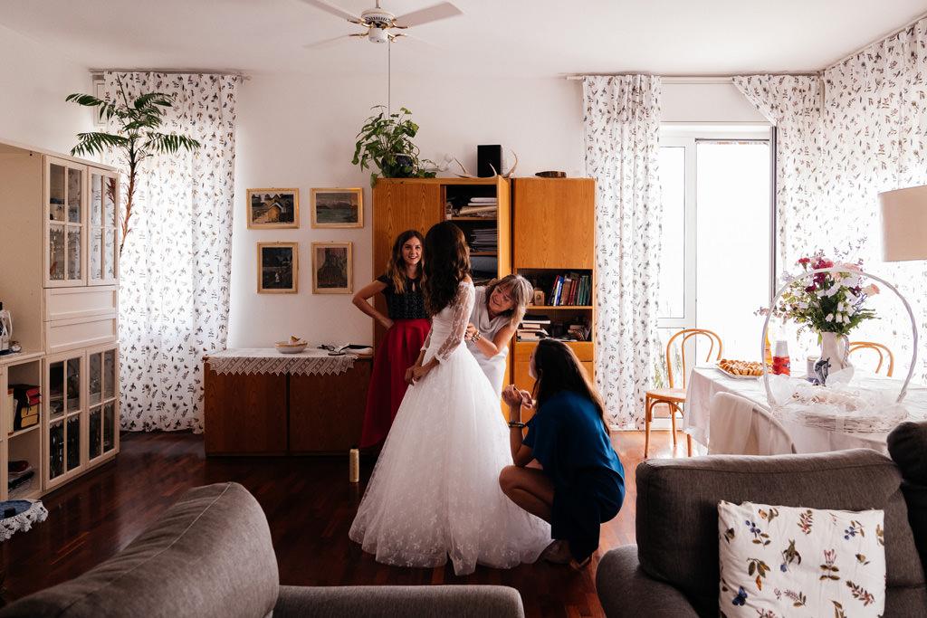 Ultimi preparativi della sposa