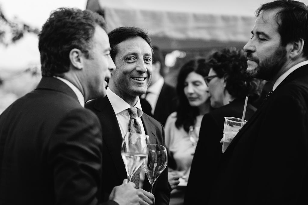 Uno scatto spontaneo di un invitato alla Cena di Gala in uno scatto di Alessandro Della Savia, servizi fotografici aziendali per convention