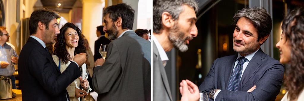 Alcuni ospiti s'intrattengono in compagnia dell'avvocato Alessandro Raffaelli