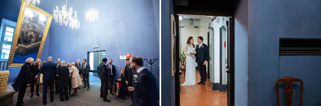 Gli invitati attendono gli sposi nella sala di Palazzo Reale a Milano