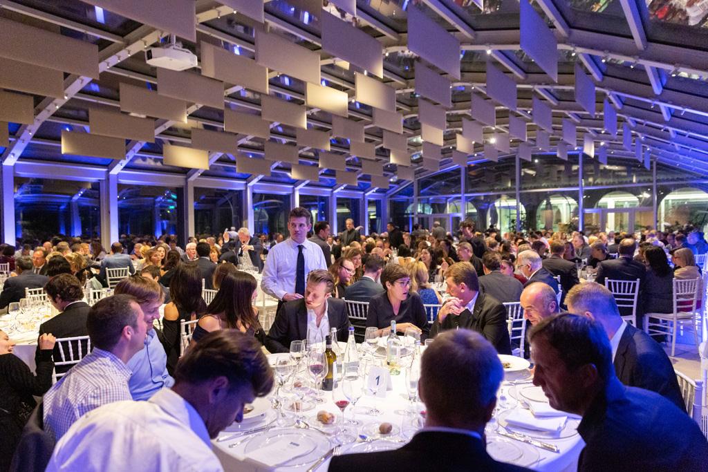 Il banchetto di gala è iniziato presso la location di Villa Necchi Campiglio ripreso da Della Savia, fotografo di servizi fotografici per convention