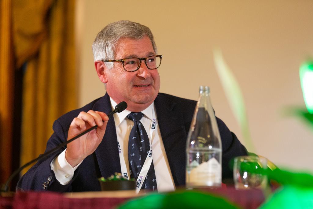 Un conferenziere enuncia un discorso durante il congresso annuale dll'EUGA