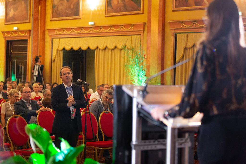 I conferenzieri si susseguono uno dietro l'altro, ripresi dal fotografo di eventi e congressi Della Savia