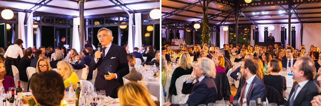 Riccardo Raffaelli enuncia un discorso agli ospiti durante la cena di Gala presso