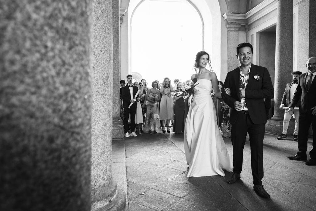 Gli sposi insieme a Palazzo Reale, Milano