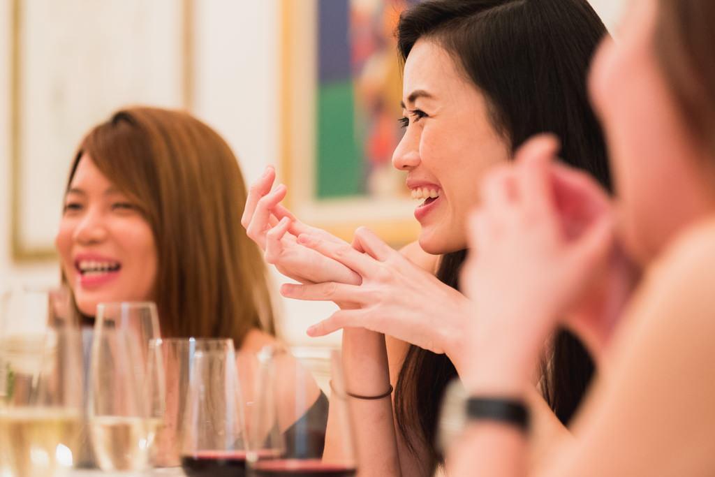 I sorrisi smaglianti delle dipendenti della Tokio Marine Holdings