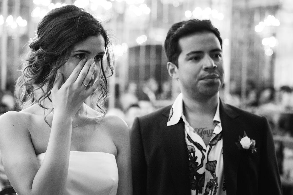 Gli sposi commossi durante la cerimonia