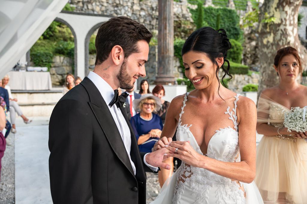 Lo scambio delle fedi al matrimonio di Alex e Nicoletta