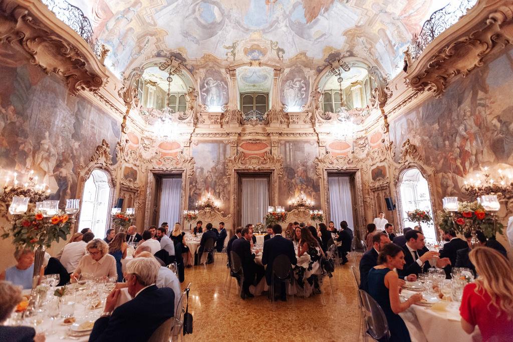 Il salone di Palazzo Visconti durante il ricevimento di Andrea e Yulia