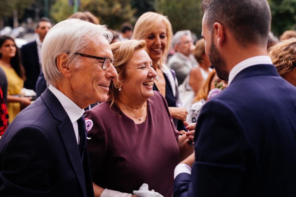 lo sposo coi genitori matrimonio andrea e cristina milano