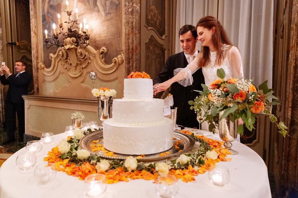 Il taglio della torta di Yulia e Andrea a Palazzo Visconti, Milano