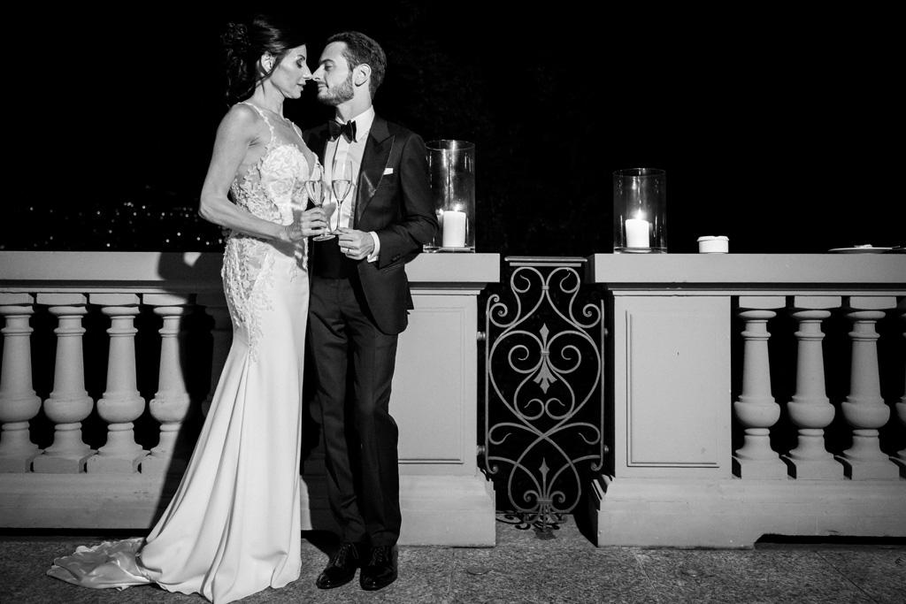 Foto di coppia in bianco e nero al Mandarin Oriental di Blevio