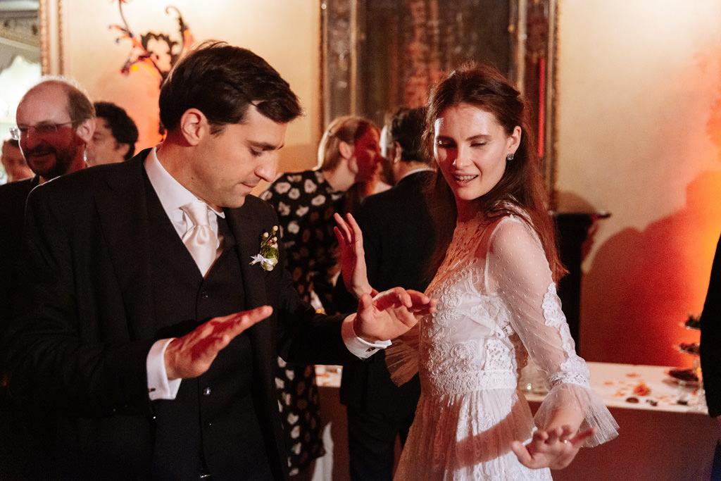 Gli sposi si scatenano in balli divertenti