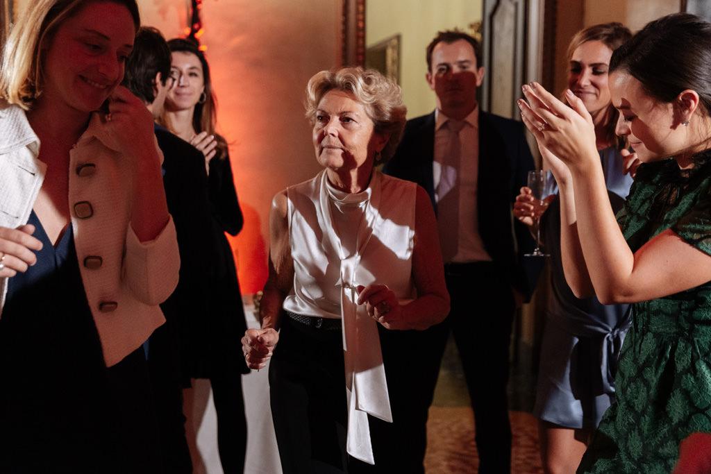 Anche la mamma balla al ricevimento di Yulia e Andrea