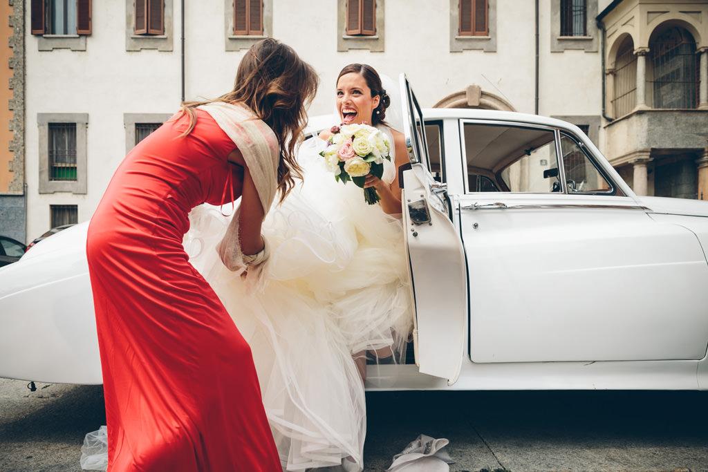 Sposa che Esce dall'Auto - Matrimonio Milano