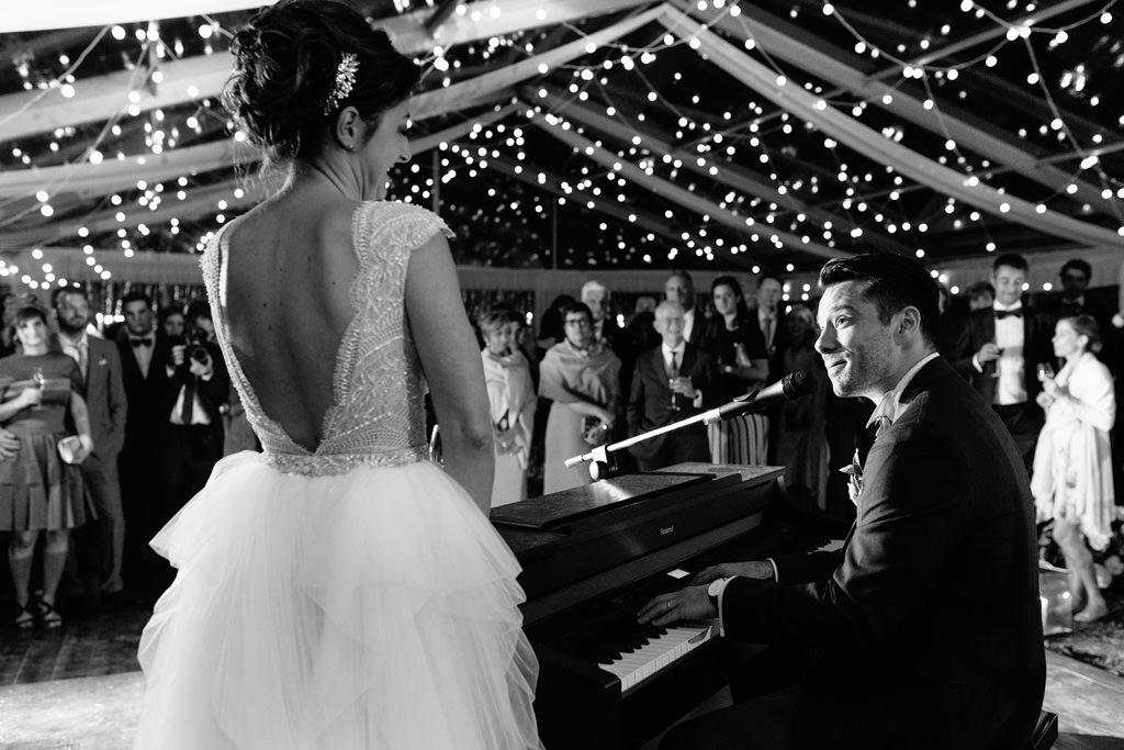 Sposo che Canta per Sposa - Foto Matrimonio Milano