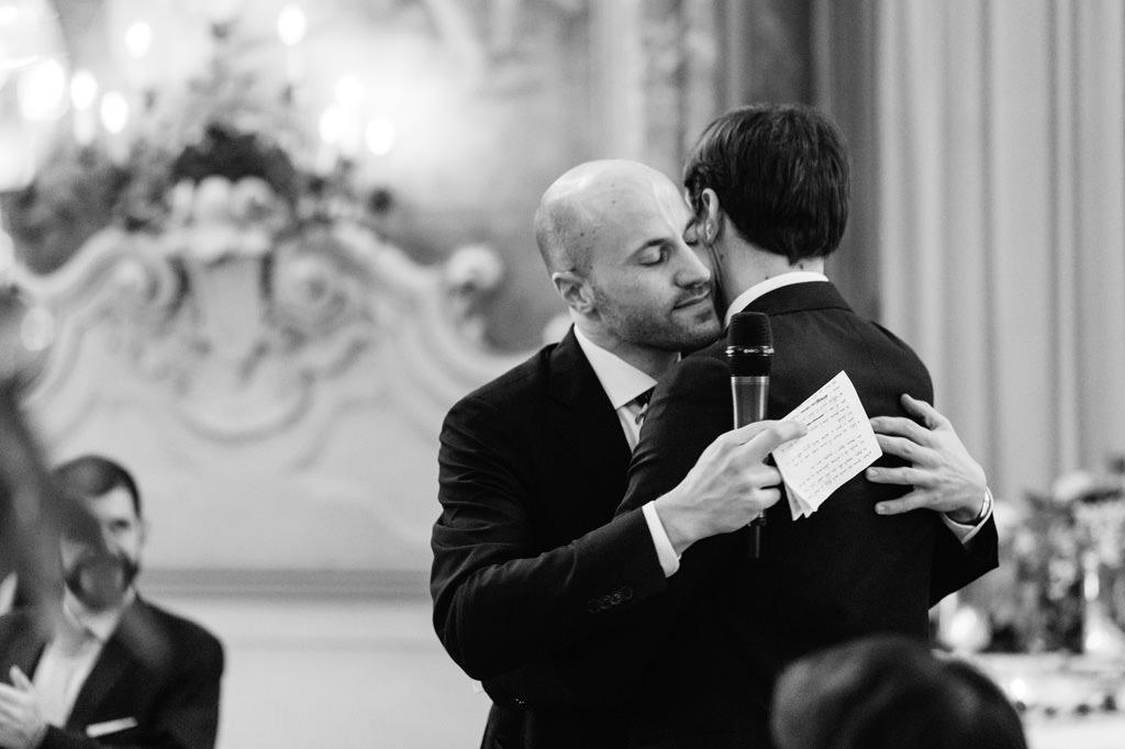 Abbraccio Sposo Testimone Reportage Nozze Milano