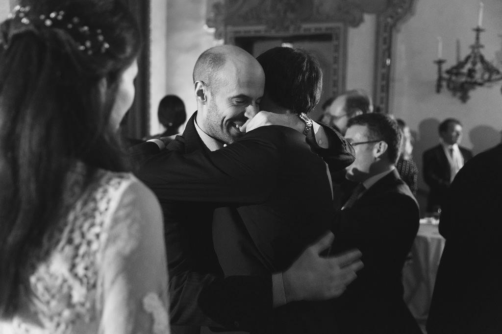 Abbraccio dello Sposo Foto di Reportage