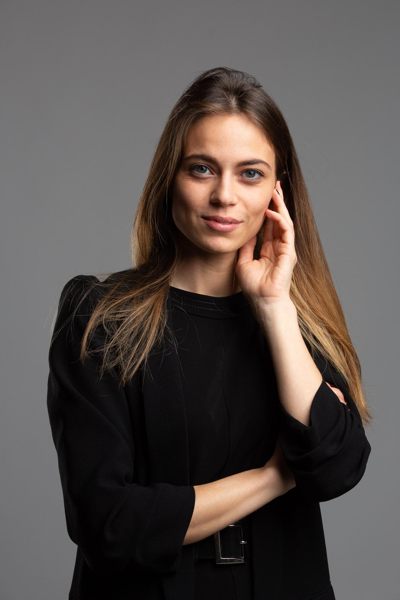 Ritratto di una giovane laureata